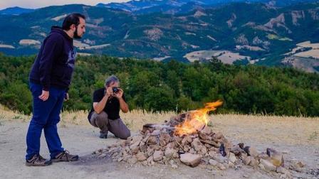 """世界上最""""失败""""的火山, 仅1.2米, 火焰喷出几十年竟被当成烧烤地"""