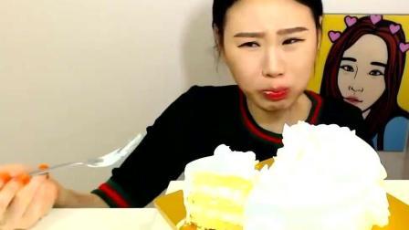 美女大胃王, 一个人吃16寸的水果奶油蛋糕, 甜腻腻的感觉太棒了
