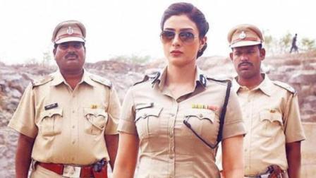 爆笑吐槽: 印度电影就是牛! 重力已经不能阻止主角开挂了, 笑惨