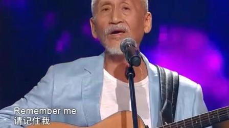 中国好声音: 74岁老人登台献唱, 导师们全体起立致敬!