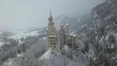 航拍雪中的新天鹅堡, 仿佛走进了童话世界里