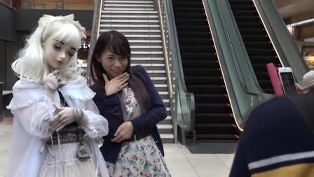 日本女孩花9年时间, 把自己整成了芭比娃娃, 走在街上引人围观!
