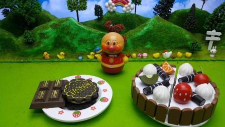面包超人请细菌人试吃巧克力水果蛋糕