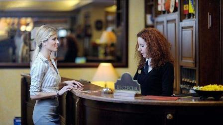 酒店前台月薪才2000, 为什么有很多年轻姑娘愿意去? 网友: 大材小用