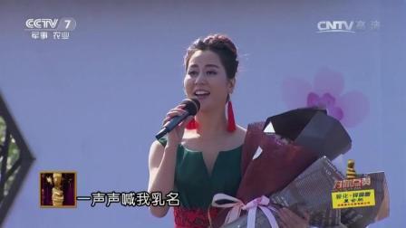 朱之文舞台上演唱《父老乡亲》, 这次的伴唱可真是厉害了