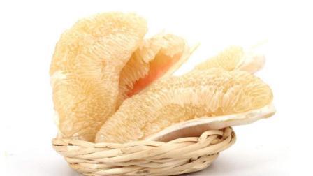 这才是剥柚子的正确手法, 扒出的果肉没有白丝, 招待客人倍儿有面