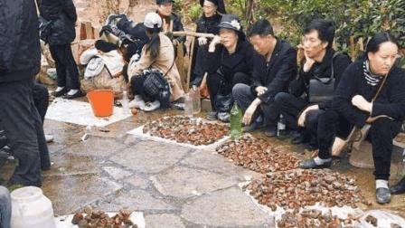 中国有一最大的玛瑙滩, 宝石遍地都是, 被曝光仅4年就成土坡
