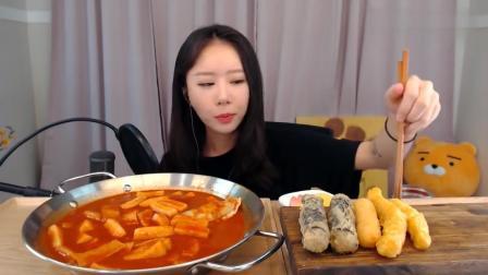 韩国仁雅妹子吃辣年糕, 配点油炸糕特别好吃呐