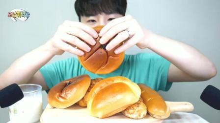 韩国帅哥, 吃豆沙小餐包, 这满口塞真过瘾, 看饿了