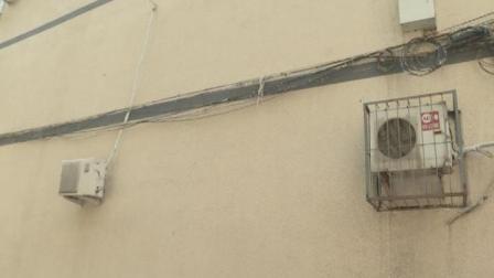 空调室外机居然挂在邻居卧室墙上  法院: 七日内必须