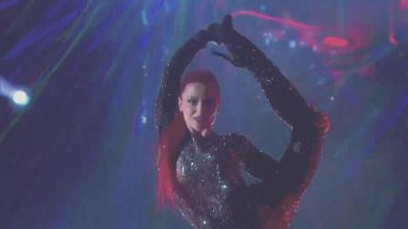 美国达人秀: 穿着很性感的美女舞者, 柔术舞蹈让人百看不厌
