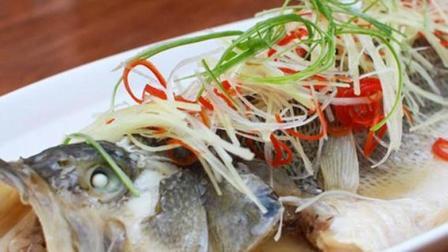 清蒸鱼怎么做好吃? 大厨教你怎么做, 肉质鲜嫩, 不老不腥的秘诀