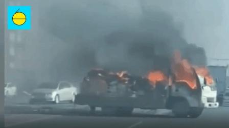 货车行驶途中离奇着火, 司机慌忙跳车逃生忘拉手