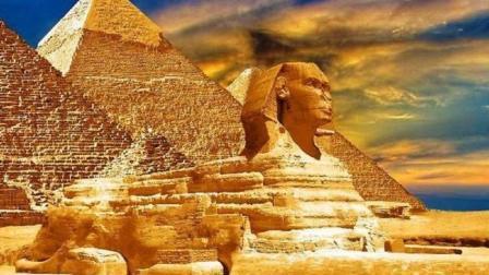 金字塔不能随便攀爬? 老外不信邪, 爬到顶端终于得到答案