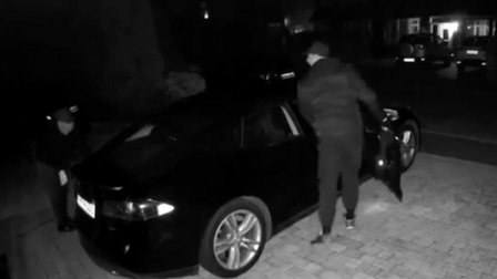 高科技犯罪 小偷仅用手机和平板电脑就成功窃走一辆特斯拉Model S