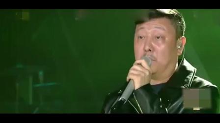 韩磊用汪峰的歌来诠释自己的心路历程, 唱哭观众, 这才是男人本色
