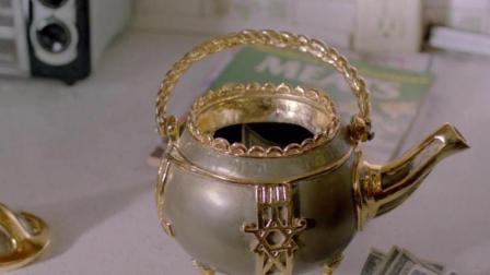 妹子无意间间道一个茶壶, 只要伤害自己, 就会不断往外冒钱!