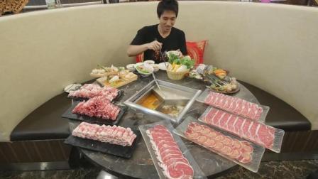国外吃货小哥, 吃涮火锅, 大口吃肉, 太过瘾了