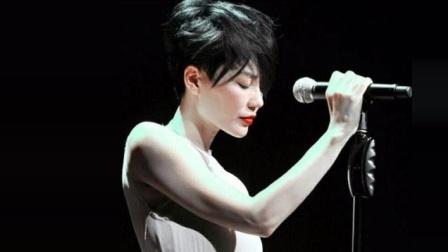 王菲凭借这首歌登上了春晚, 这首《传奇》也让更多人认识了李健