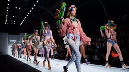 时尚风暴: 阿黛拉的超时空奇幻冒险!