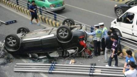 这车祸太离奇了, 如果不是监控, 我们无法相信真