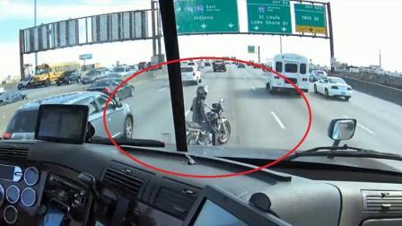 """女孩骑哈雷摩托车遇""""故障"""", 卡车司机帮助拦车!"""
