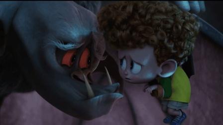 一分钟看完精灵旅社2, 怪物欲杀死一小孩, 不料他觉醒吸血鬼血脉