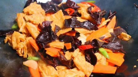 """比肉都好吃的""""烧腐竹""""做法, 很多人都不会炒, 饭店厨师教你做"""