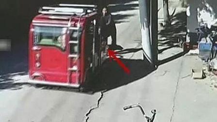爆蕉头条 金乡八旬老太被电动车撞倒,驾驶员原来是两岁幼童