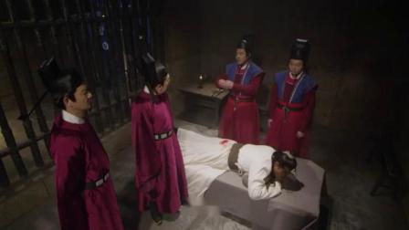 包拯被抓打板子,王朝马汉不敢打:大人,这黑小子是您亲戚!
