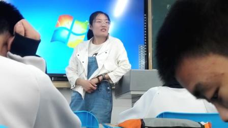 你们有这么逗的老师么, 一边撩男生一边卖萌!