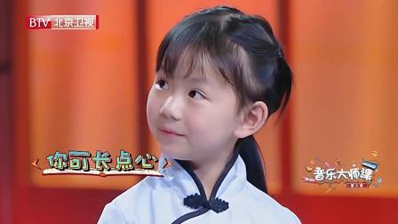 两个小女孩一上台, 朱军老师就咧着嘴笑, 太可爱了