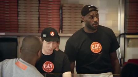 詹姆斯扮演披萨店服务员, 被人认出来了还说不是!