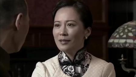 西安事变后, 宋美龄来西安看望蒋介石, 夫妻二人一见面就抱头痛哭