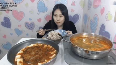 大胃王弗朗西斯卡吃牛肉汤和泡菜豆腐, 还得再加两袋泡面