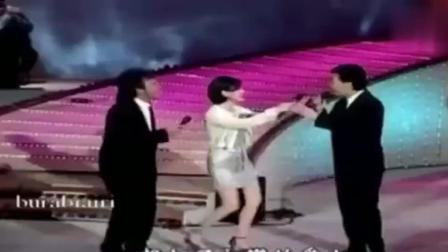 第一次听费玉清和江蕙这样唱歌, 我从头到尾都是一边听一边笑
