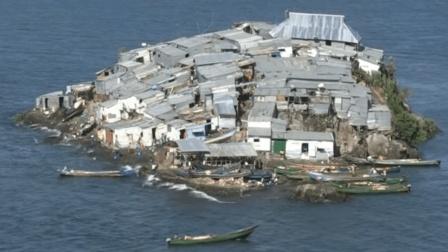 全世界最拥挤的小岛, 半个足球场大却住上千人, 为何都不愿搬走?
