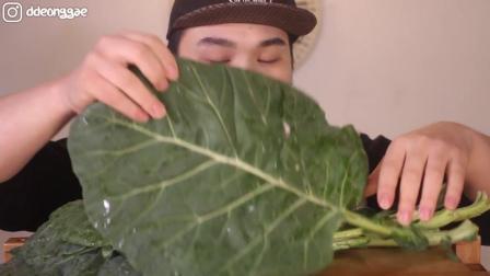 韩国大胃王胖哥生吃绿色蔬菜叶子, 这是什么蔬菜啊? 看他吃的好香