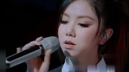 我想和你唱: 邓紫棋和老外炸裂开唱《光年之外》嗨爆全场