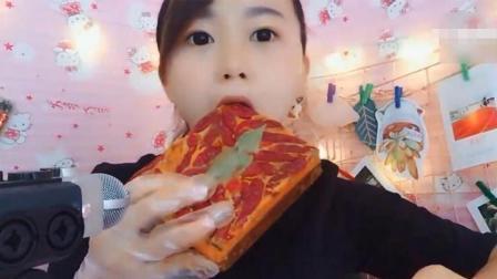 戚薇及各种主播吃火锅底料蛋糕, 到底哪些才是真正的火锅底料啊?