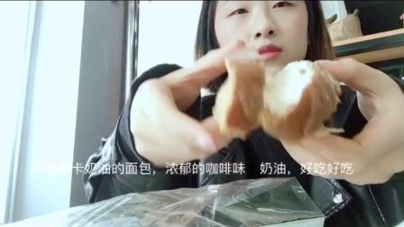 #吃秀##韩国留学生活#巴黎贝甜的摩卡奶油面包(韩文写的모카