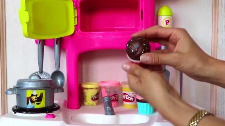 厨房玩具: 用橡皮泥制作美味的蛋糕