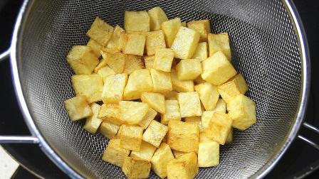 土豆别再炖着吃了, 学会这种特色做法, 好吃到想大喊, 太香了