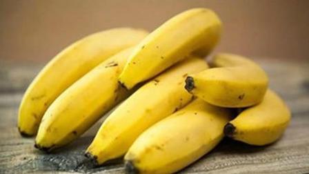常吃香蕉好处很多, 但不能和这六种食物同食, 严重可危害身体健康