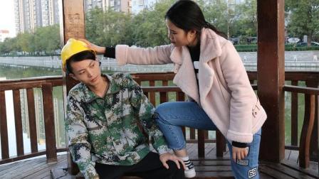 女孩去相亲, 当看到对面是农民工百般嫌弃, 结局女孩后悔不已