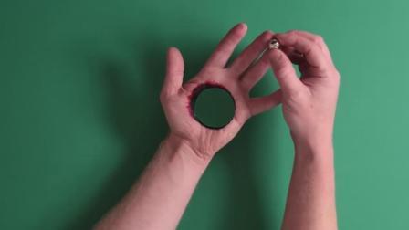 通过3D绘图来欺骗你的眼睛, 铁球穿过了手掌心, 真是太厉害了!