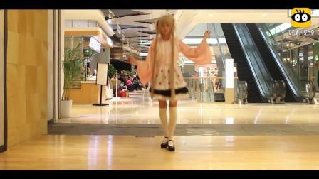 在商场里跳宅舞《极乐净土》, 这个小姐姐也是没谁了!