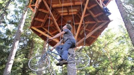 小伙用自行车打造树屋电梯, 坐上面边骑边上升, 太好玩了!