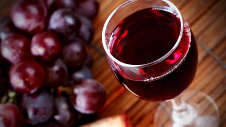 葡萄酒的简单酿制方法, 只需要加一样东西, 20天之后出炉见真晓