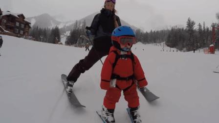 国外萌娃第一次滑雪, 表情萌到哭, 真想抱着啃一口